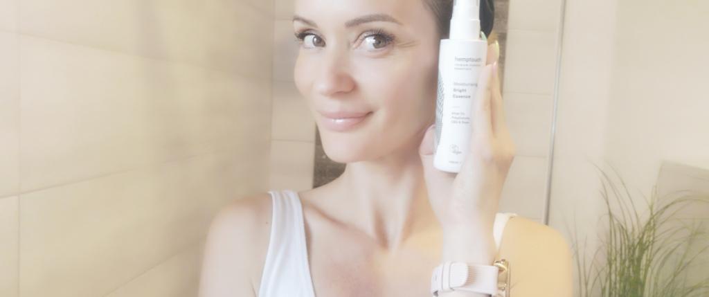 moisturising_bright_essence_youthful_appearance_hydrated_skin